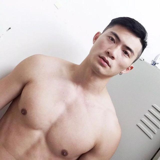 台湾第一基佬天菜,绝对的大帅哥,可口想扑倒!