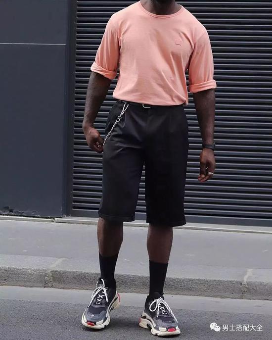 皮肤黑的人要怎么选衣服呢?