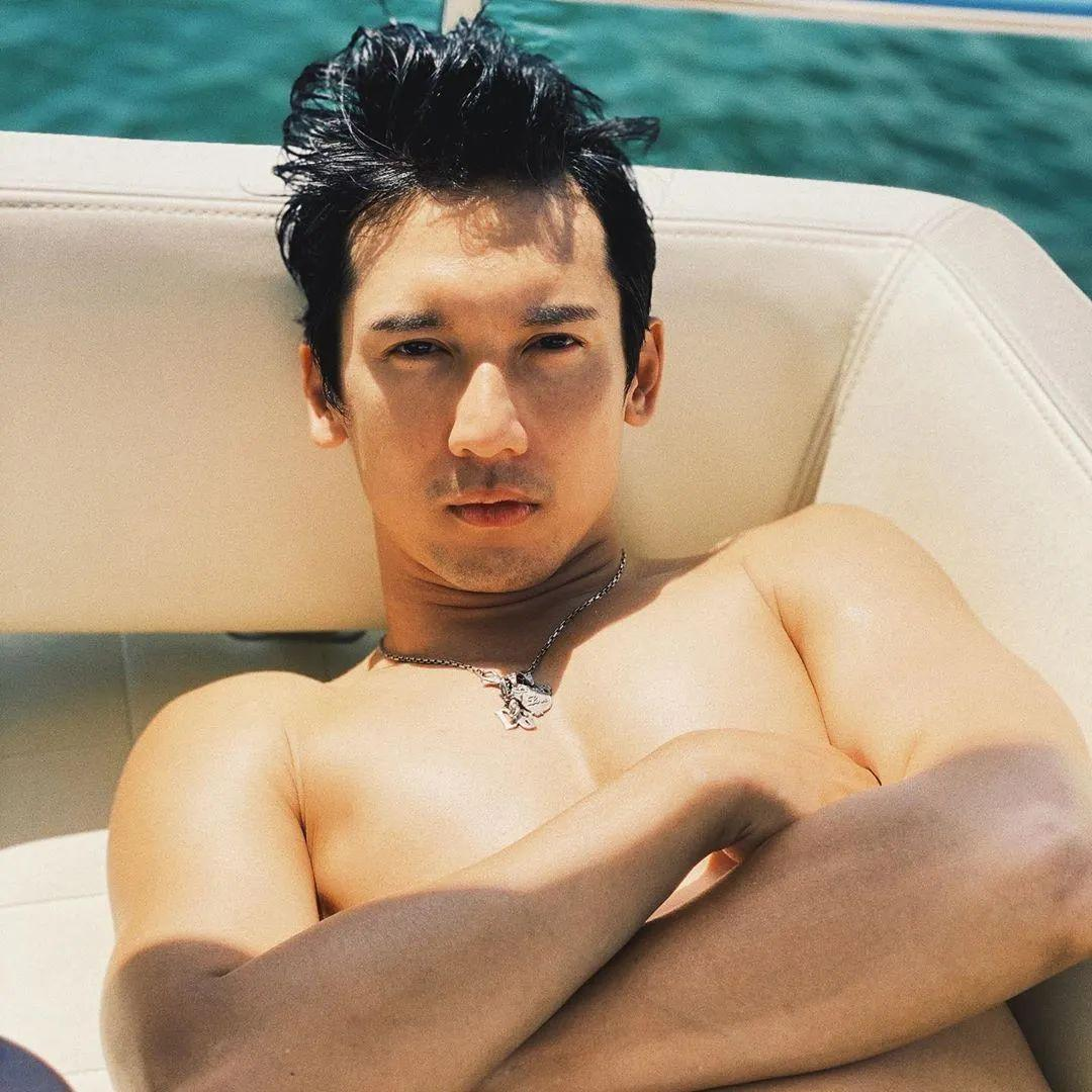 40岁香港男星关智斌推出写真集,他看起来还是那么青春