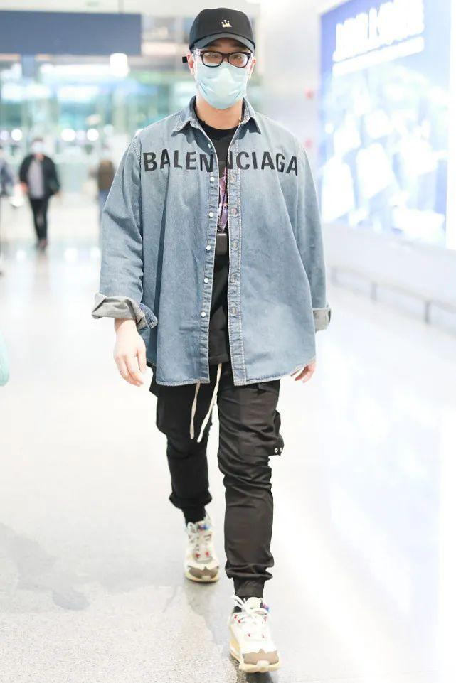 潘玮柏牛仔外套造型,嘻哈风十足,照着穿你也能变成潮流范