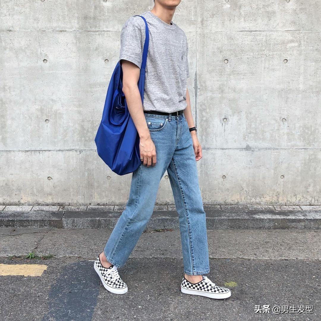 """男生夏日""""极简风""""穿搭,完美诠释越简单越帅气"""